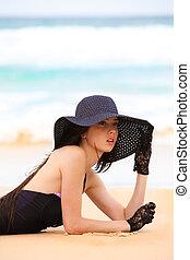 pretas, praia, swimsuit, mulher, luvas, chapéu