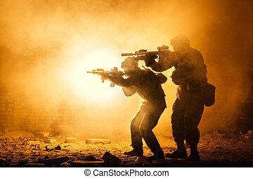 pretas, silhuetas, de, soldados