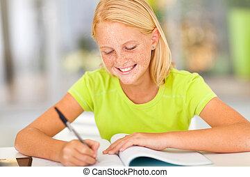 preteen, flicka, lycklig, hemarbete, skrift