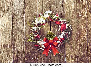 Pretty bird on wreath.