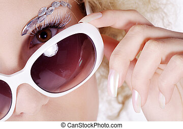 pretty blond woman with sunglasses