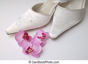 Pretty Bride Shoes - Satin beaded brdal shoes with pretty ...