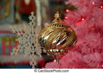 Pretty hanging gold ornament