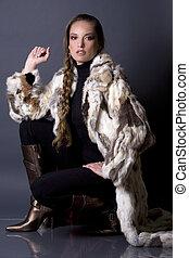 fur coat - pretty model wearing fur coat and black pants ...