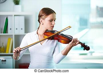 Pretty violinist