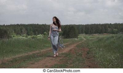 golaya-zhenshina-na-doroge-foto-iz-hakasii-vo-vremya-semka-seksa