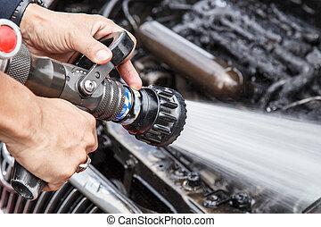 prevenir, manguera, fuego, coche, mano, agua, tenencia