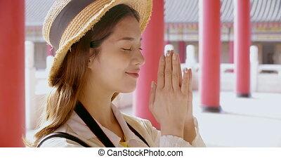prier, temple, femme, chinois, jeune, touriste