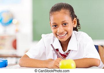 primair, schoolgirl, zittende , in, klaslokaal