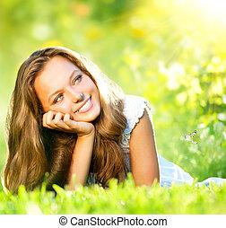 primavera, beauty., bonito, menina, mentindo, ligado, grama verde, ao ar livre