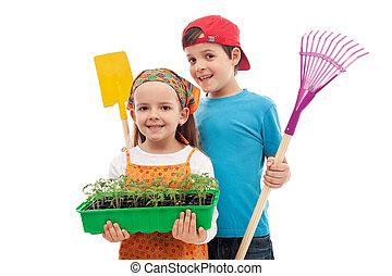 primavera, crianças, ferramentas ajardinando, seedlings