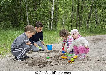 primavera, em, a, floresta, filhos jovens, jogue, toys.