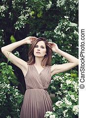 primavera, retrato, de, modelo, mujer, en, un, parque