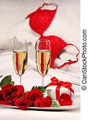 primer plano, de, anteojos de champán, y, rosas