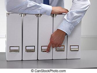 primer plano, de, el, hombre de negocios, con, oficina, carpetas