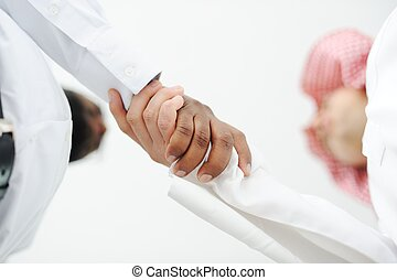 primer plano, de, empresarios, sacudarir las manos, encima, un, trato