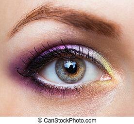 primer plano, de, hermoso, ojo, con, encantador, maquillaje