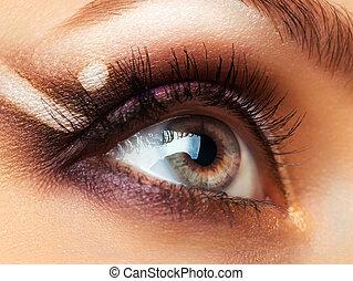 primer plano, de, hermoso, ojo, con, maquillaje