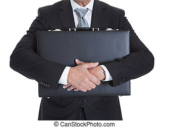 primer plano, de, hombre de negocios, teniendo cartera