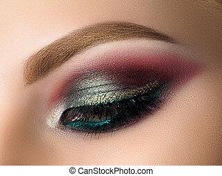primer plano, de, mujer hermosa, ojo, con, moda, maquillaje