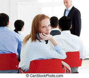 primer plano, de, un, aburrido, mujer de negocios