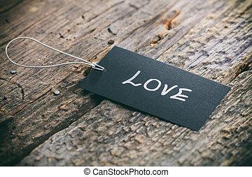 """primer plano, de, valorar, etiqueta, con, guita, y, """"love"""", texto, en, de madera, plano de fondo"""