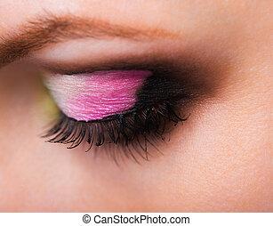 primer plano, de, womanish, ojo, con, encantador, maquillaje