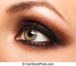 primer plano, de, womanish, ojo, con, maquillaje