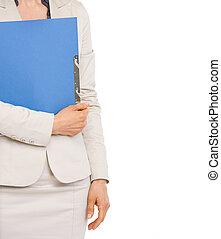 primer plano, en, mujer de negocios, sostener la carpeta