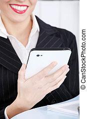 primer plano, en, tenencia de la mano, tablet.