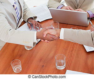 primer plano, manos temblar, empresarios