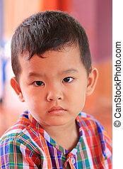 primer plano, nativo, asiático, boy., vestido