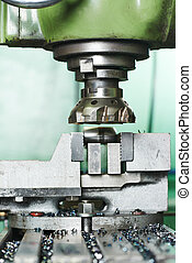 primer plano, proceso, de, metal, mecanizando, por, molino