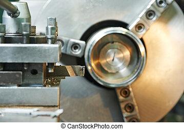 primer plano, proceso, de, metal, mecanizando