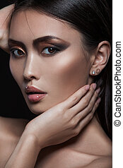 primer plano, retrato, de, asiático, modelo, con, moda, tarde, brillar, maquillaje