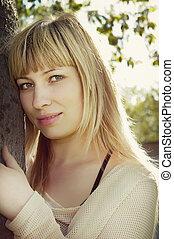 primer plano, retrato, de, joven, atractivo, mujer