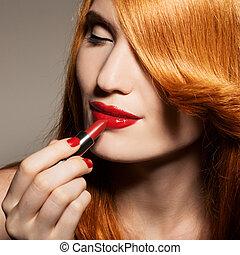 primer plano, retrato, de, mujer hermosa, con, lápiz labial rojo