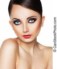 primer plano, retrato, de, un, hermoso, mujer joven, con, un, encantador, retro, maquillaje
