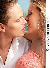 primer plano, retrato, de, un, joven, par cariñoso, listo, besar