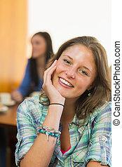 primer plano, retrato, de, un, sonriente, hembra, en, tienda de café