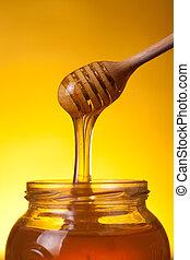 primer plano, tiro, de, de madera, cucharón, con, fluir, miel