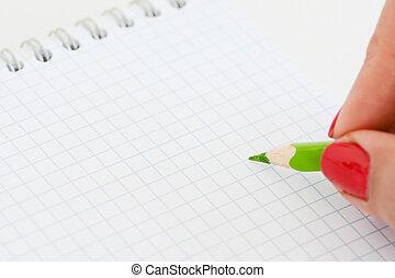 primer plano, tiro, de, mujer, mano, preparado, para escribir, en, un, blanco, cuaderno