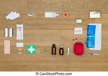 primeros auxilios, herramientas, en, tabla de madera