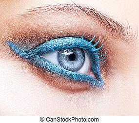 primo piano, colpo, di, occhio femmina, blu, trucco