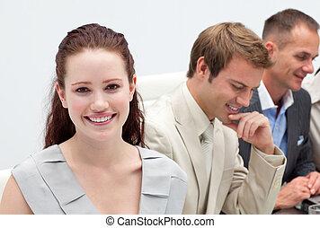 primo piano, di, uno, positivo, squadra affari, in, uno, riunione