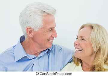 primo piano, di, uno, romantico, coppie maggiori