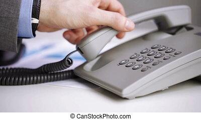 primo piano, di, uomo affari, mano, fa numero telefono, numero