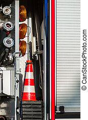 primo piano, immagine, di, tubi per condutture, e, protezione, congegni, su, uno, camion fuoco