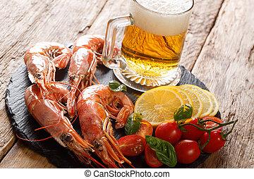 primo piano, limone, luce, ardesia, tradizionale, birra, saporito, board., orizzontale, gamberi, pomodori