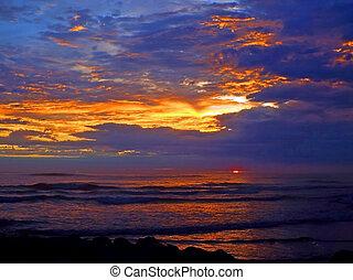 primo piano, sopra, nuvoloso, oceano, tramonto, onde